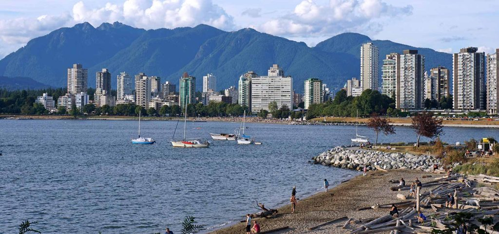 Vancouver skyline, Kitsilano beach with Grouse Mountain