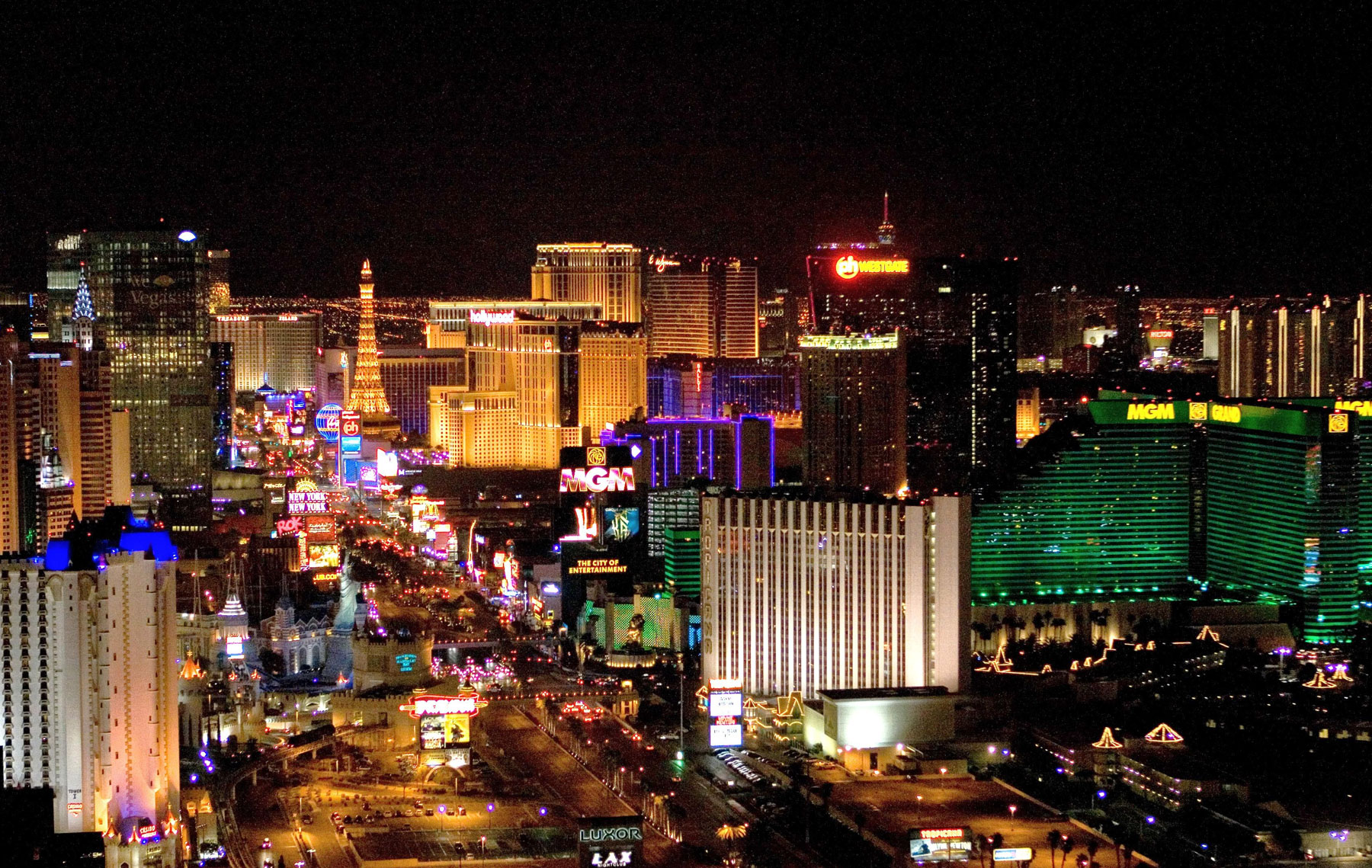 Benefits Taking a Red Eye Flight for Weekend Breaks to Las Vegas from Los Angeles or Boston