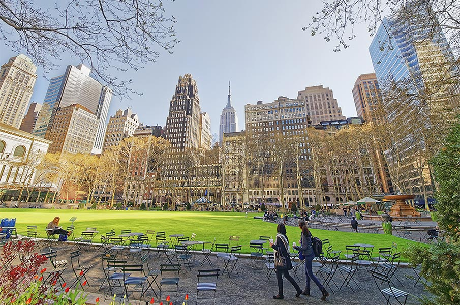 Bryant Park in Midtown Manhattan, New York, USA.