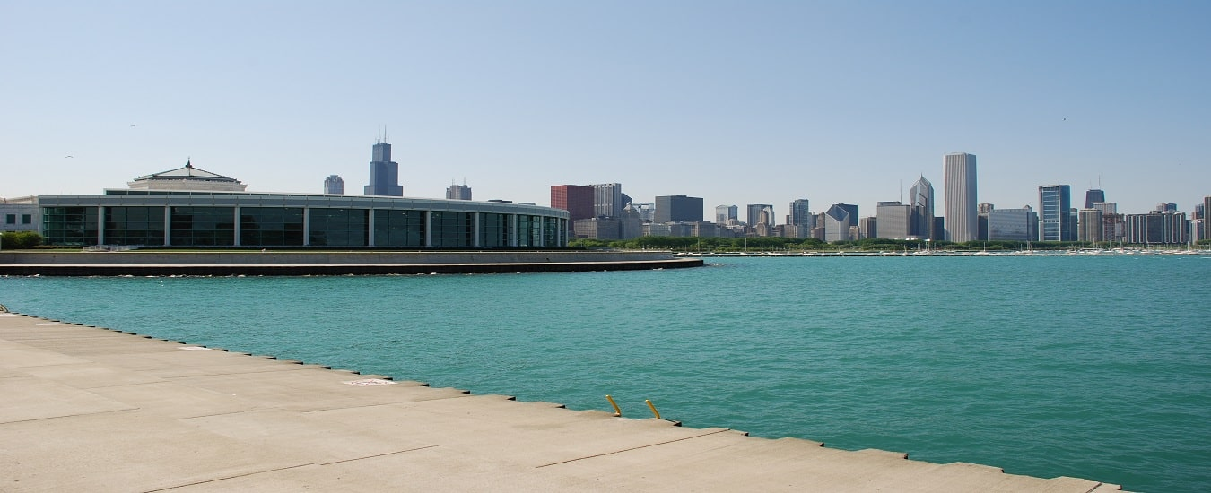 Chicagos Shedd Aquarium on the shore of Lake Michigan